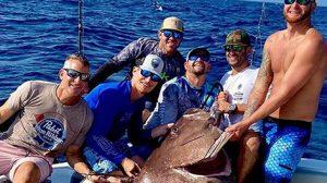 Рыбак поймал на удочку рыбу размером с человека и весом 159 кг