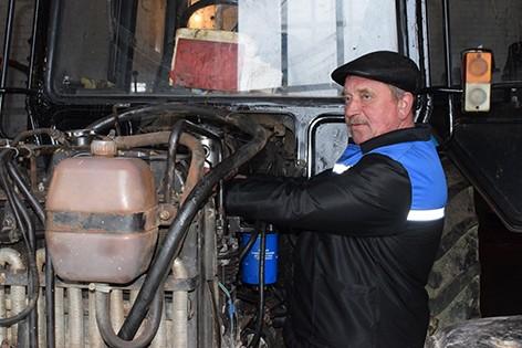 На мехдворе ОАО «Новобыховский» ежедневно полным ходом кипит работа