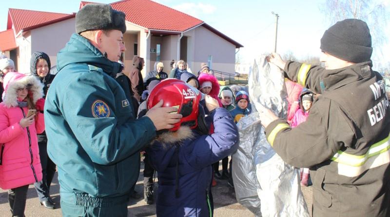 Работнікі Быхаўскага РАНС прынялі ўдзел у сельскім сходзе жыхароў аграгарадка Смаліца