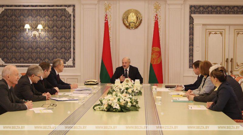 Александр Лукашенко собрал совещание по эпидемиологической ситуации в Беларуси