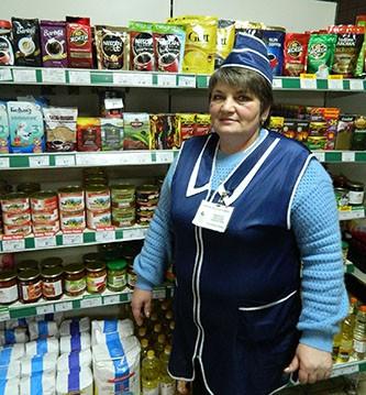 Более пяти лет в продовольственном магазине агрогородка Барколабово трудится Светлана Морозова