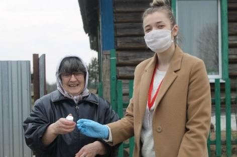 Волонтеры БРСМ Быховщины всегда готовы прийти на помощь тем, кто в ней нуждается