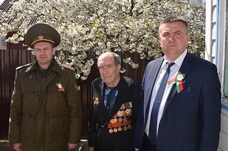 Председатель Быховского райисполкома Дмитрий Мартинович посетил ветерана Великой Отечественной войны Ивана Симоновича
