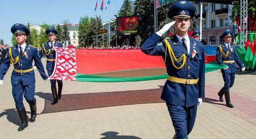 """""""Только вместе мы сможем отвечать на вызовы времени"""" - Лукашенко поздравил белорусов с Днем герба и флага"""