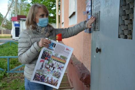 Сотрудники «МП» вручили спецвыпуск газеты тем, кто приближал Победу