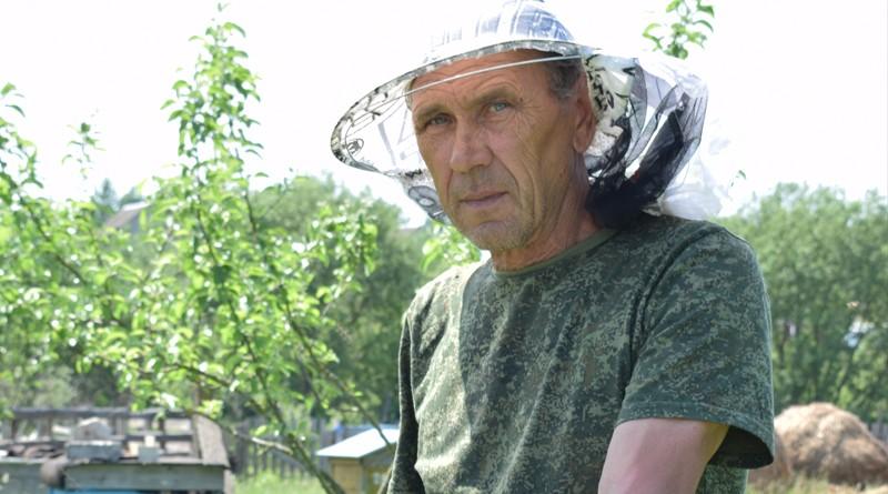 У Петра Александрова из агрогородка Лудчицы большое подворье с пчелиной пасекой