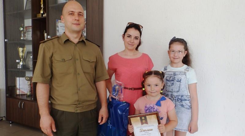 В Быховском РОЧС вручили заслуженные подарки семье Киселевых