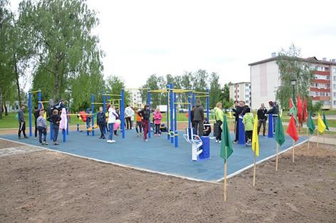 В парке «50 лет Победы» открыли воркаут-площадку