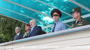 Лукашенко заявляет о дальнейшей поддержке военнослужащих со стороны государства