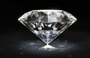 Мужчина нашел в шахте крупный алмаз, но бросать работу не намерен