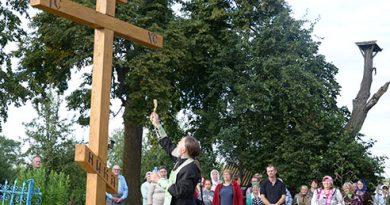 Жители агрогородка Глухи установили крест, где когда-то возвышалась деревянная 5-купольная церковь