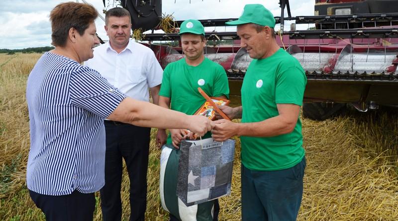 В Быховском районе появился первый экипаж-тысячник из привлеченных работников