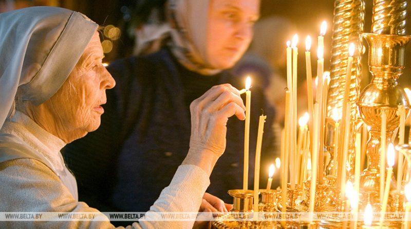 Православные верующие вспоминают день Усекновения главы Иоанна Предтечи