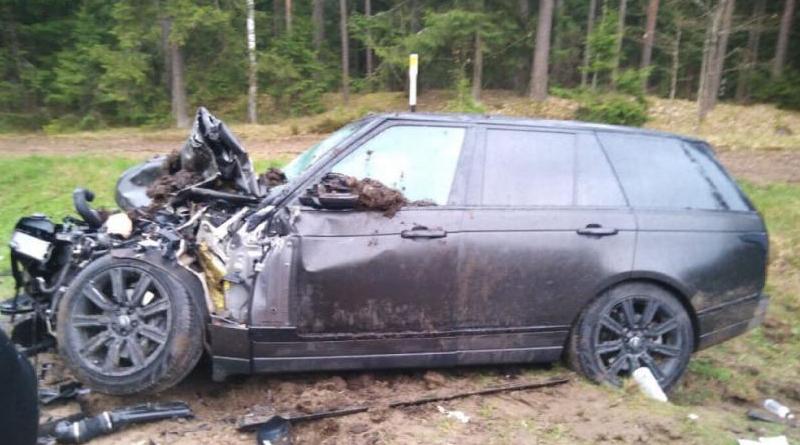 Двое детей пострадали в аварии в Быховском районе — Land Rover врезался в трактор