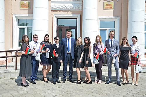 В Быхове чествовали выпускников-медалистов