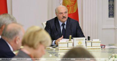 Лукашенко: мы должны идти к дебюрократизации всех систем в стране